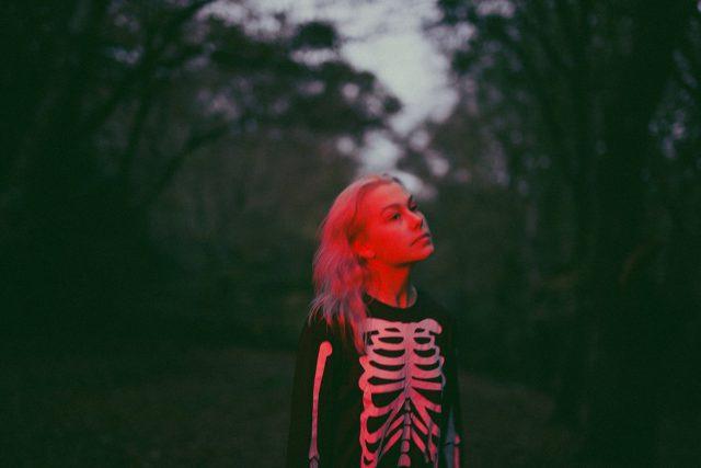 Phoebe Bridgers – Garden Song